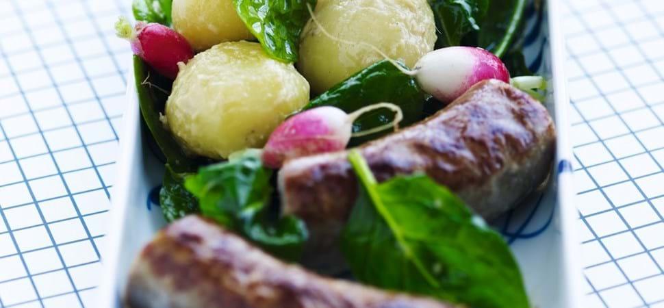 Medisterpølse med spinat og kartoffelsalat - Se opskrift